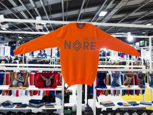 Pull orange Pic de Nore