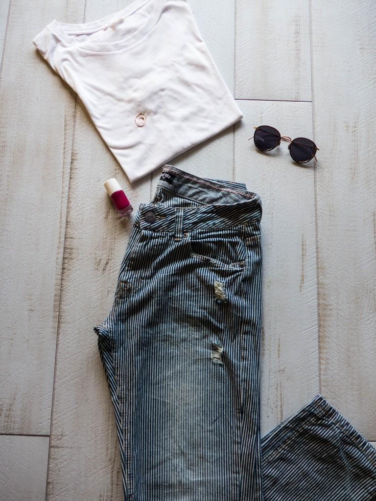 Jean Japonais t-shirt blanc, lunettes Eyevan et vernis Nailmatic