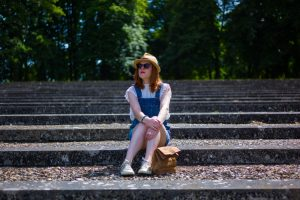 Look-bucolique-Versailles-stairs-hat