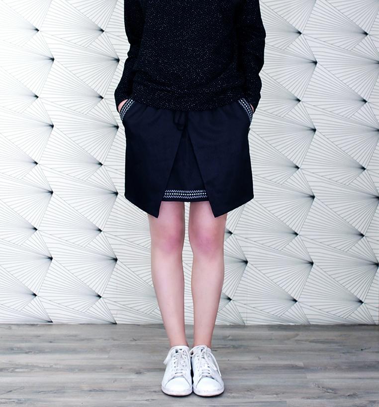Eple and Melk Jupe shield black skirt