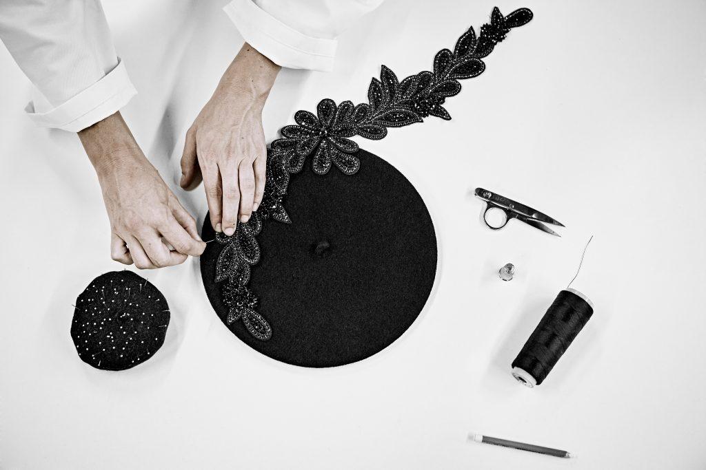 laulhere savoir faire broderie fait main haute couture beret