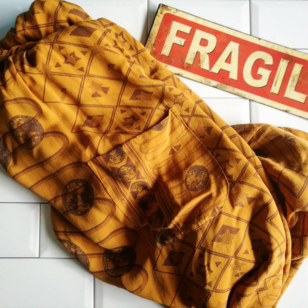Ma sélection part III : une longue robe en soie ocre