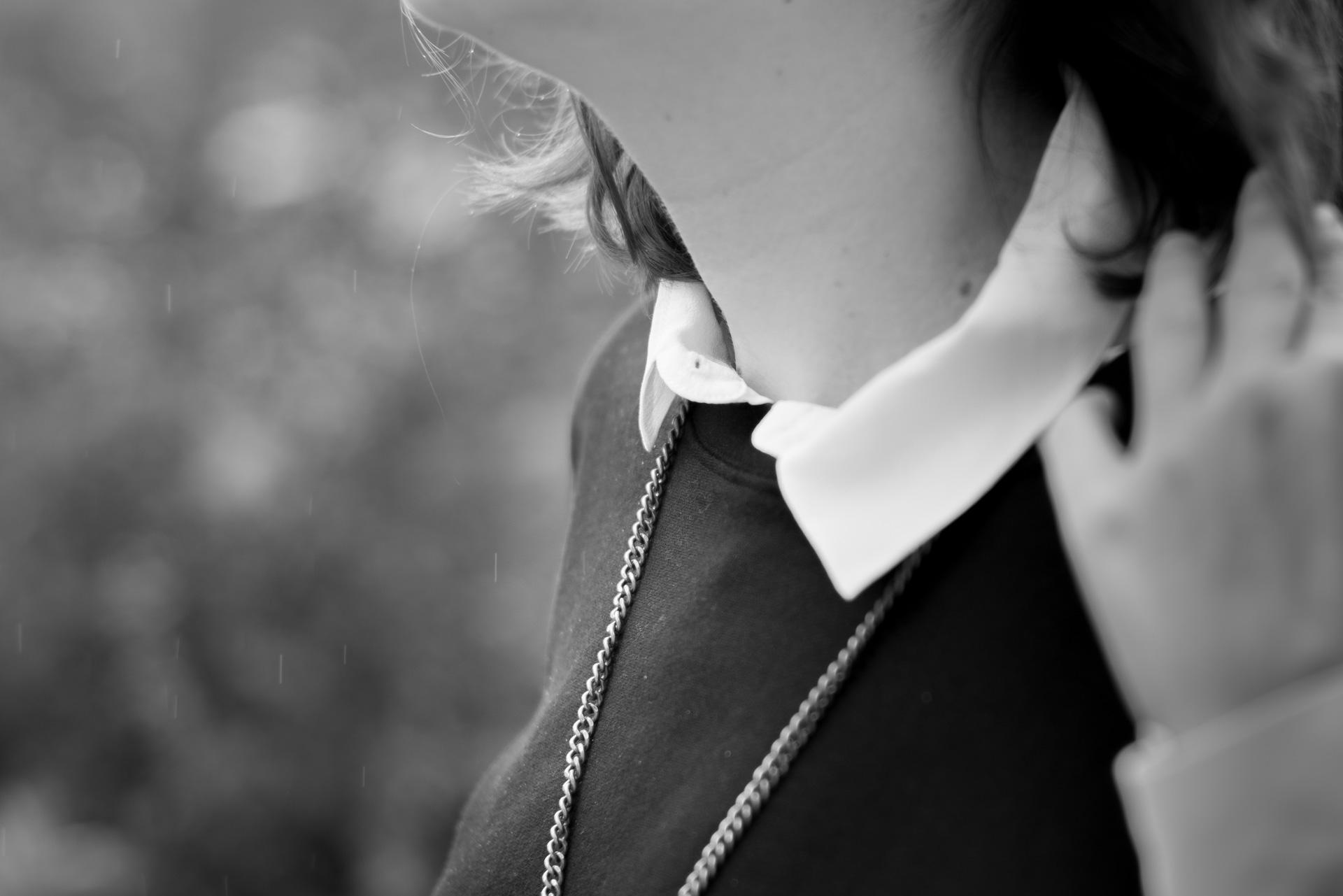 comment-porter-le-basique-sweat-noir-casual-3