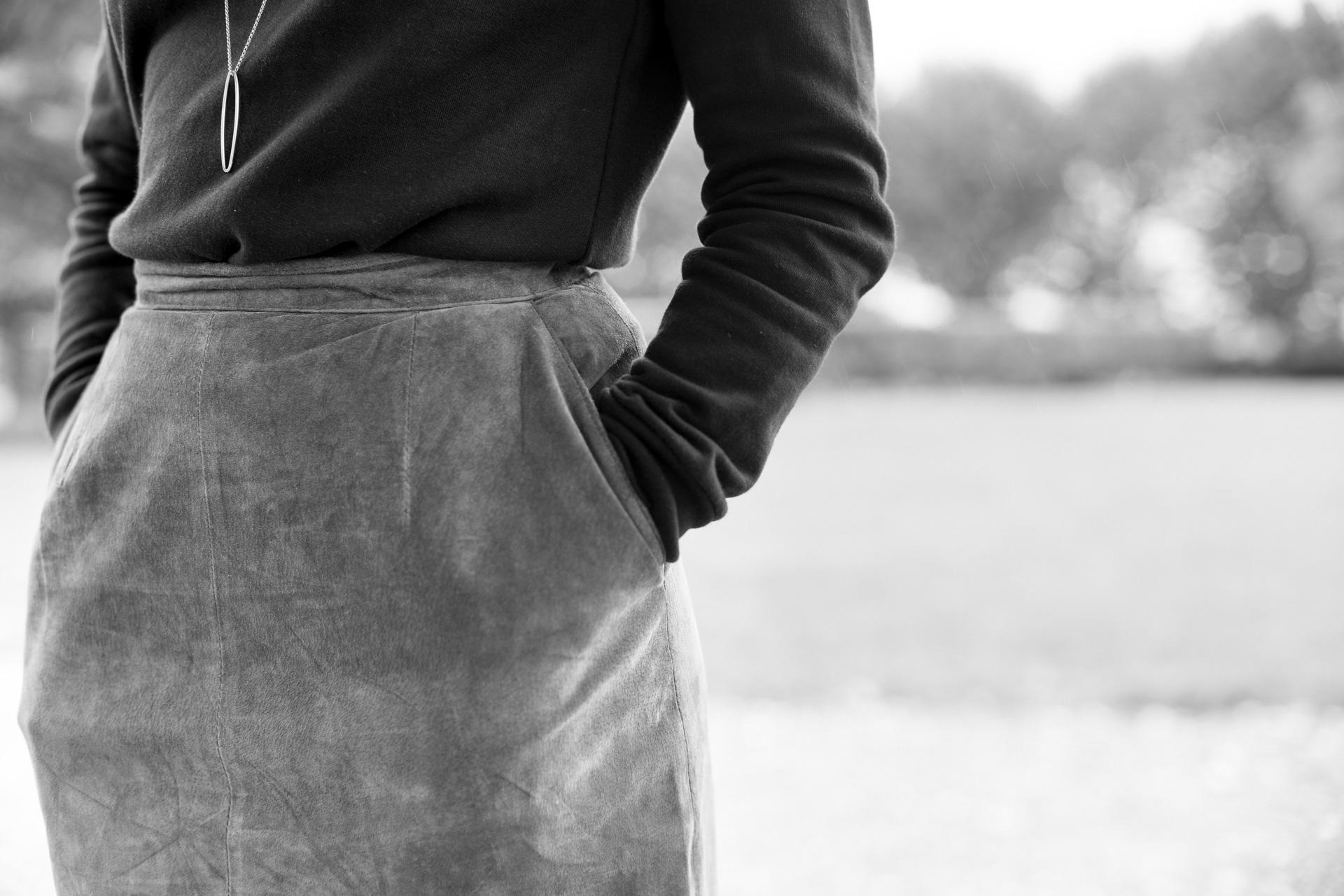 comment-porter-le-basique-sweat-noir-chic-1
